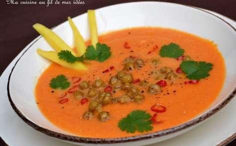 Soupe de carottes à la mangue et au lait de coco, pois chiches grillés