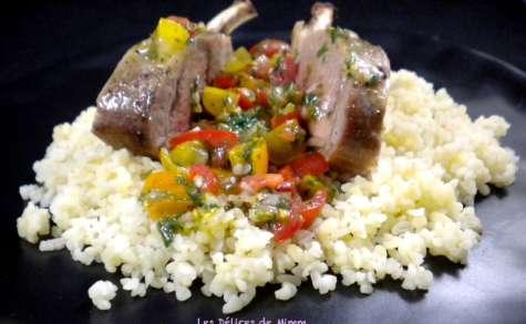 Carré d'agneau, sauce vierge aux tomates cerises sur lit de boulgour
