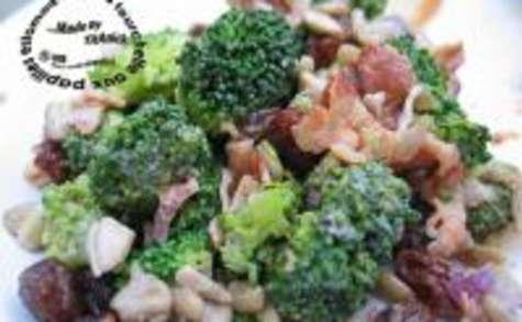 Salade de Brocolis aux Raisins et Graines de Tournesol