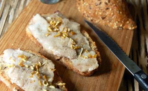 Toasts à la laitance de hareng saur, lime de Palestine
