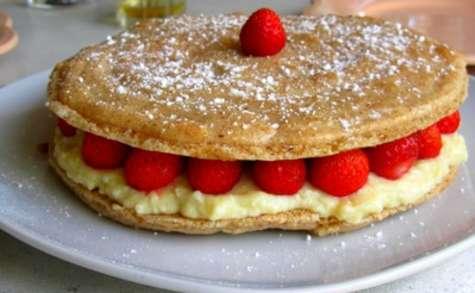 Gros macaron aux fraises et mousse citron - chocolat blanc