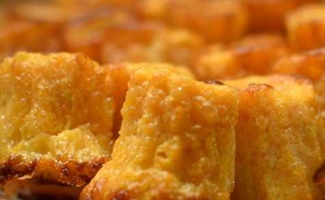 Cannelés à la carotte, au miel et au chèvre