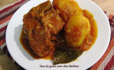 Curry d'agneau et de pommes de terre à la mode de Delhi (Aloo Gosht)