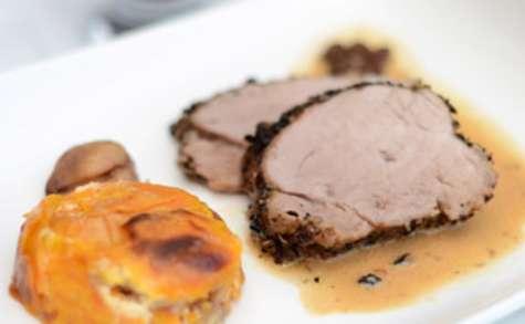 Filet mignon au poivre et au café, gratin de patates douces et châtaignes