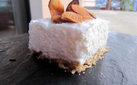Cheesecake salé à la mousse d'ail blanc de Lomagne et chips d'ail