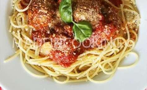 Spaghettis aux boulettes de viande sauce tomate