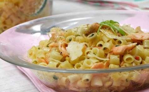Ditalini comme un risotto au saumon, aux courgettes et aux épices