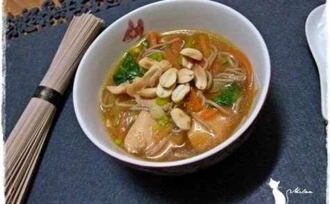Soupe au poulet et aux nouilles Soba