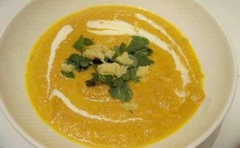 Velouté de carottes, navets boule d'or, curry et gingembre