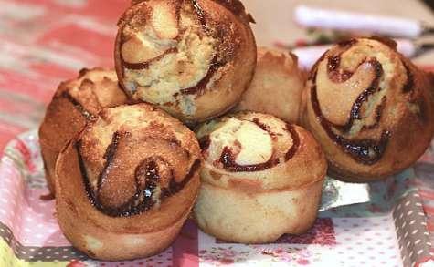 Petits gâteaux au miel et coulis de framboise