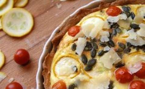 Tarte aux courgettes jaunes, mozzarella et parmesan