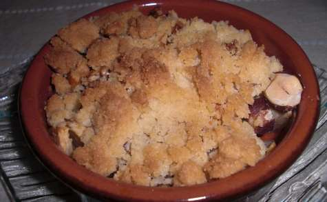 Crumble pommes, noisettes, noix et miel
