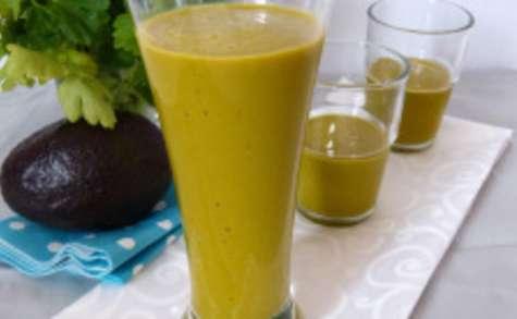 Smoothie d'avocat au jus de carottes et brocolis