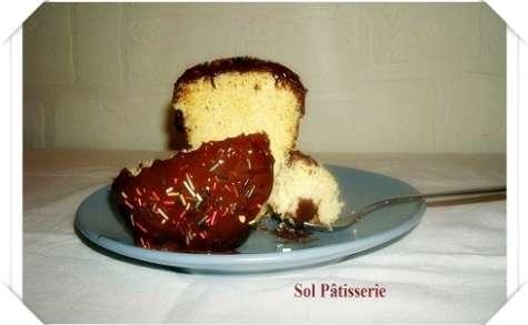 Gâteau vanillé dans la tasse et sa ganache au chocolat