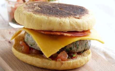 Hamburger boeuf et coriandre, salsa épicée