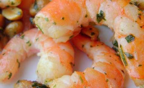 Crevettes à l'ail persillé et cacahuètes, mélanges de jeunes pousses et vinaigrette au curry