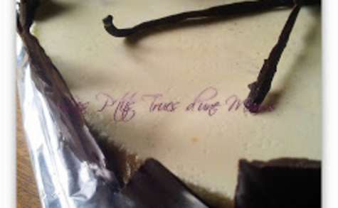 Un dessert en noir et blanc, vanille chocolat