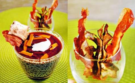 Velouté pourpre et Chips de jambon cru et aubergines