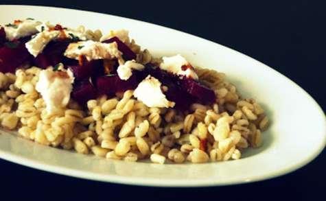 Salade de blé et de betterave au chèvre frais, vinaigrette à l'orange