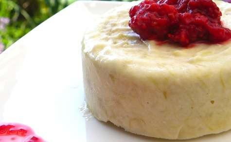 Parfait glacé à la rhubarbe et tonka, sauce aux framboises