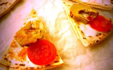 Piadina aux artichauts, tomates cerises, stracciatella et bottarga