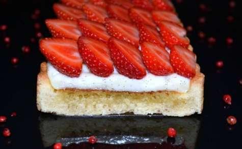Tarte aux fraises et aux baies roses