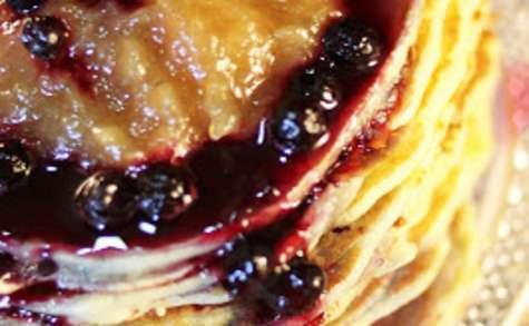 Pancakes aux myrtilles et à la compote de pommes