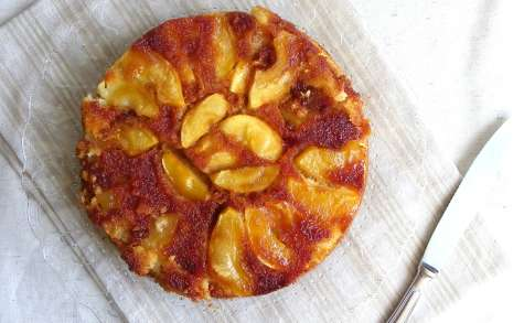 Gâteau normand renversé aux pommes et caramel