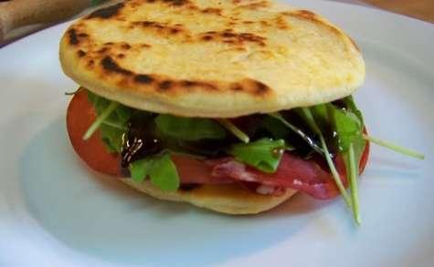 Piadina Romagnola mini, tomates mozzarella et Bresaola
