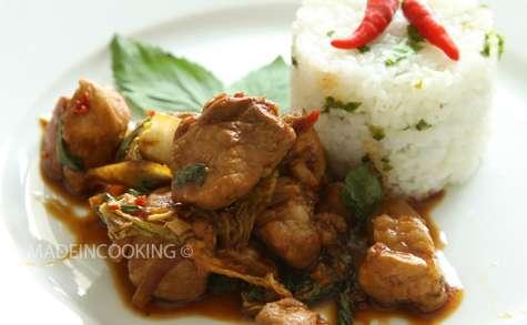 Porc épicé au basilic et au chou chinois