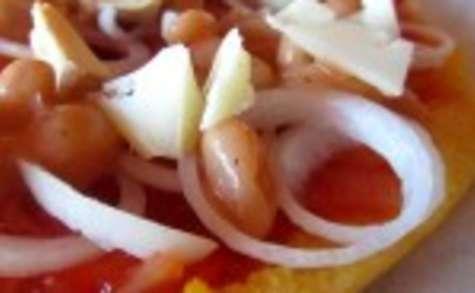 Pizzalenta, pizza à la polenta, haricots Tarbais et fromage de brebis