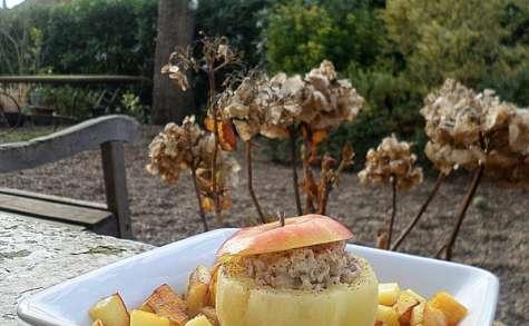 Pomme farcie au boudin blanc et pommes sautées