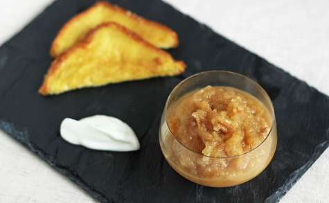 Compote de pommes caramélisées aux pignons
