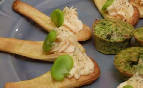 Cuillères de crème de saumon, fèves et pavot
