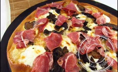 Pizza blanche à la coppa et aux champignons