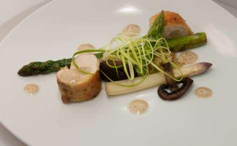 Poulet de Bresse et ses asperges, écume de foie gras