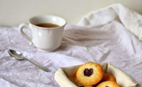 Petits Gâteaux aux Amandes et aux Guignes
