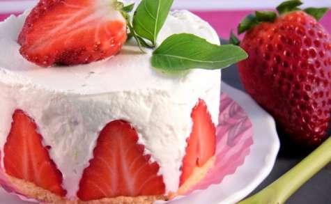Fraises à la chantilly mascarpone, citron vert et basilic façon fraisier