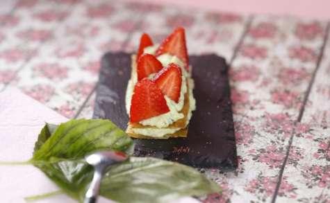 Craquants au miel et fraises à la crème de basilic
