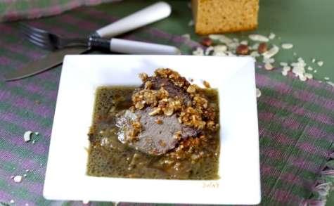 Gigot d'agneau en croûte de pain d'épice et fruits secs