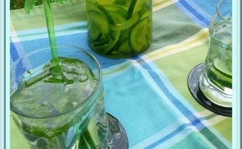 Detox water : concombre menthe