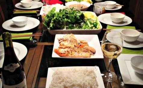 Rouleaux de printemps au saumon et sauce au poisson