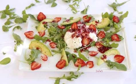Salade de fraises et avocat à la burrata, vinaigrette à la fraise