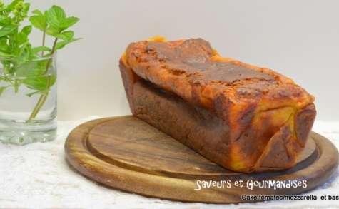 Cake aux tomates, à la mozzarella et au basilic.