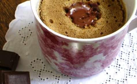 Mug cake au sarrasin, café et noisettes, coeur Nocciolata (sans gluten)