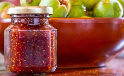 Confiture de figues fraîches au miel, gingembre, vanille, noix