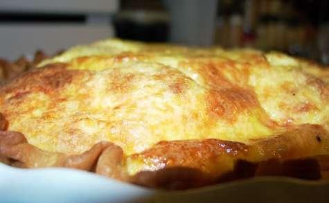Quiche à la viande hachée, oeufs et fromage râpé