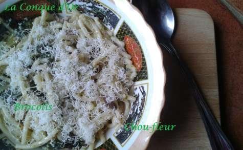 Spaghettis au brocoli, chou-fleur et olives vertes