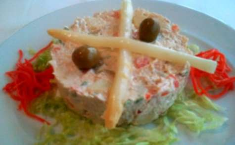 Salade russe, macédoine à la mayonnaise, homard, anchois..