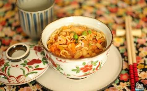 Poulet aux cacahuètes et nouilles «Tori-amazu»